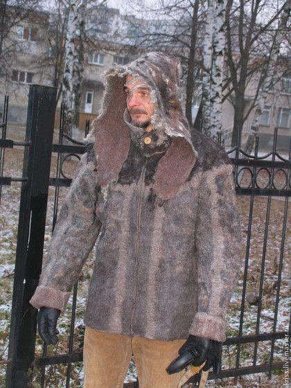 Купить или заказать куртка мужская  ОХОТА НА МЕДВЕДЯ в интернет-магазине на Ярмарке Мастеров. Бесшовная валяная из натуральной шерсти и флиса различных пород овец. С капюшоном, на молнии. Воротник-стойка застегивается на одну пуговицу.…