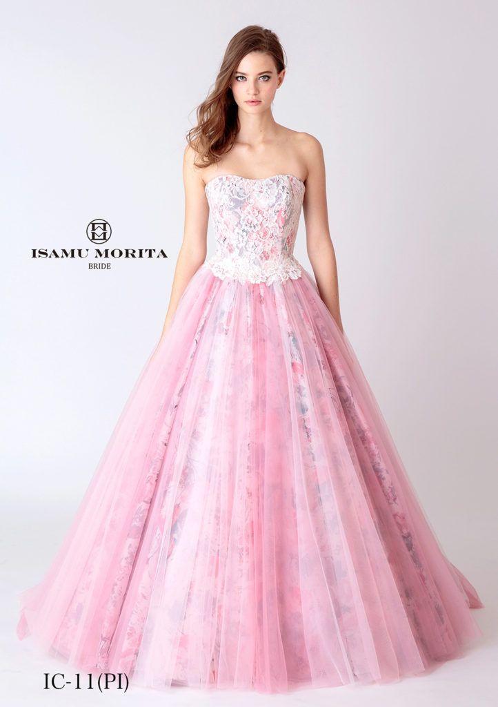 MK-09(ピンク) - ISAMU MORITA カラードレス - 人気のピンクベースのプリント柄にイサムモリタオリジナルレースで柔らかくコーティングしたソフトなカラードレスです。 シルエットは人気のシンプルライン。エレガントでキュートなカラードレスに仕上がりました。 季節や会場を問うドレスですが、イマドキ花嫁に人気のイサムモリタのカラードレスです。 色違いのイエローと雰囲気