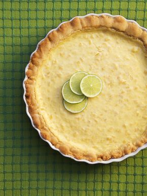 Lättlagad och supergod ananaspaj, lika gott till fredagsmys som till festen! Prova baka Helenas ananaspaj redan idag, här hittar du receptet.