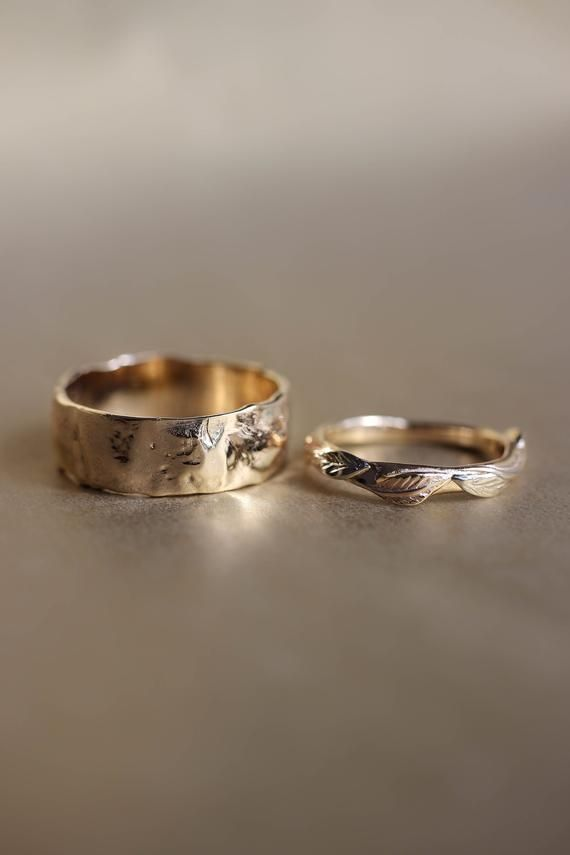Rustic Wedding Bands Set Rough Wedding Ring Yellow Gold Rings Unique Wedding Rings For Man And Woman Nature Ring Hammered Band Leaves Trend In 2020 Yellow Gold Wedding Band Yellow