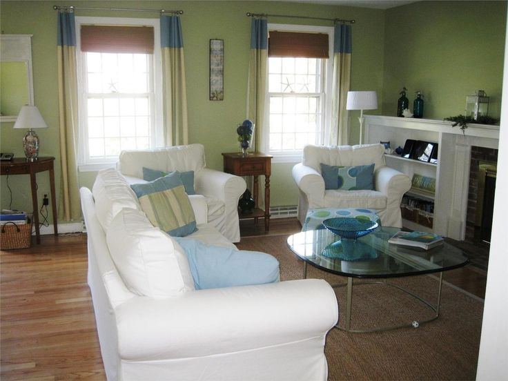 a beautiful beachy cape cod living room