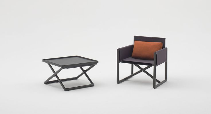 Portofino - The tray can be positioned on the stool structure as to turn the stool into a side table. The series is completed by chair with armrests and armchair.