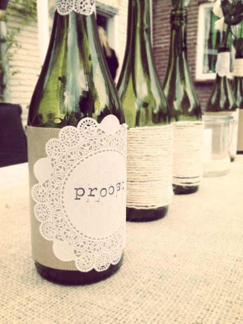 versierde flessen op tafel 2