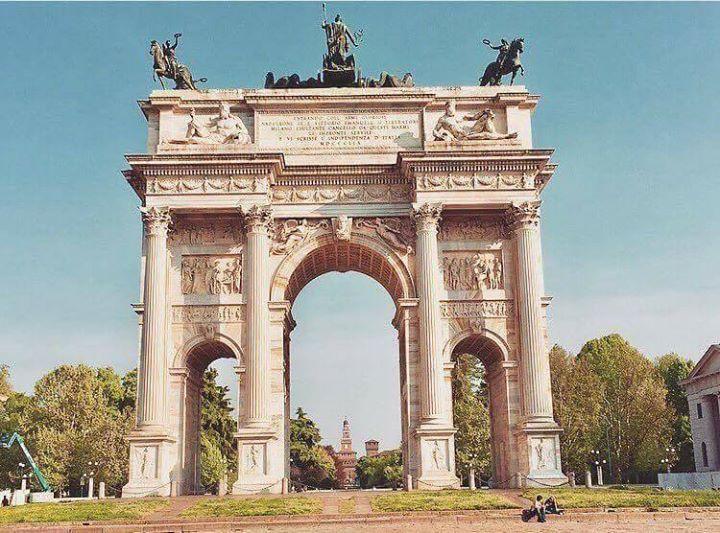 Il nostro meraviglioso Arco della Pace Foto di Ludovica Marangione  #milanodavedere PS. Sì oggi piove Milano da Vedere