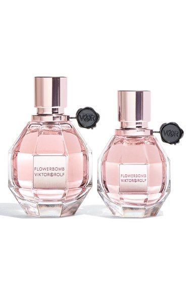 Adding this duo of eau de parfums to the wish list! Full-bodied and opulent, this perfume explodes like a bouquet of sensations, with its addictive floral notes that leave their trail like a whirlwind that is distinctly couture.