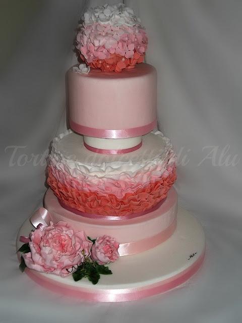 Torte e dolcetti di Alu  Torta decorata con fiori realizzata da una nostra carissima amica.  www.decorazionidolci.it