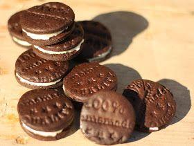 Dnes ráno jsem šla původně péct ke snídani Koka sušenky,   ale nějak jsem si to po schodech rozmyslela a máme tu Oreo:o)   Inspirací ...
