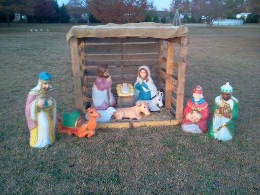 Best 25 nativity stable ideas on pinterest nativity creche nativity scene with pallets solutioingenieria Choice Image