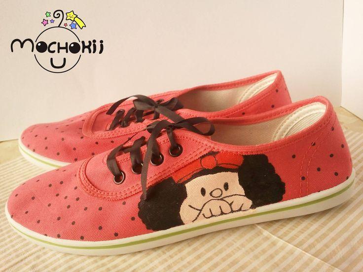 Mochokii está haciendo algo increíble 😀 ..... ¡Hermosas zapatillas de Mafalda! Pintadas a mano con mucho cariño. 💕 Perfectas para todas las fanáticas de Mafalda  💕 Precio: 35 soles (Pago contra entrega) Consultar tallas disponibles
