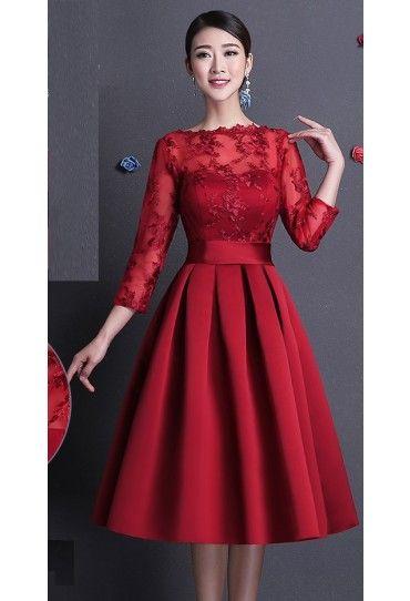 #Rochie de seara #rosie, #eleganta, cu maneci din dantela trei sferturi, cu accent asupra taliei si pliuri largi in partea de jos.