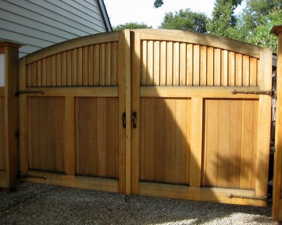 Pretty double gate design grow pinterest for Wooden driveway gates designs