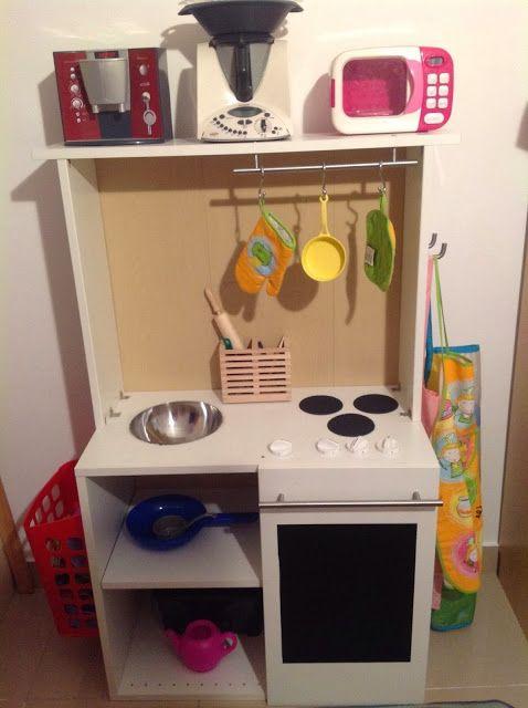 Una cocina de juguete en un mueble FAKTUM | Piratas de Ikea