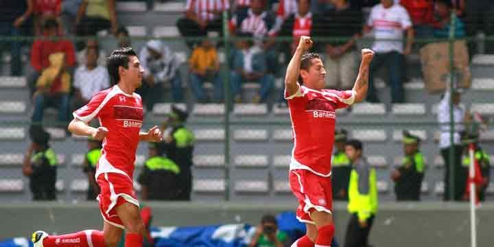 Sufre Toluca para vencer 2-1 a unas agresivas Chivas (Foto: Manuel Velasquez/JAM MEDIA)
