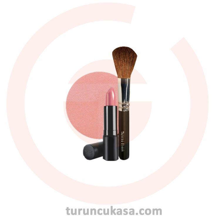 Youngblood Pembe Makyaj Kiti  Debalicious Lipstick Uçuk Pembe Tonunda Ruj, Blossom CompactBlush Pembe Tonda Allık ve Tapered Cheek Blush-Allık Fırçası içeren pembe makyaj setidir.
