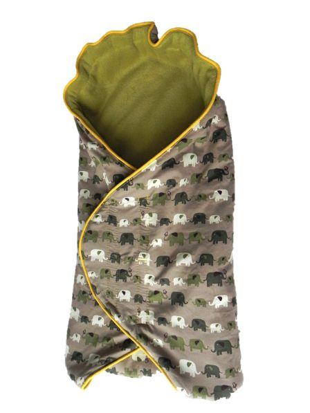 In 2 weken er 2 van gemaakt. Easy does it. Ook leuk: maak de buitenkant van het omslagdoek van oude truien van de vader-to-be.