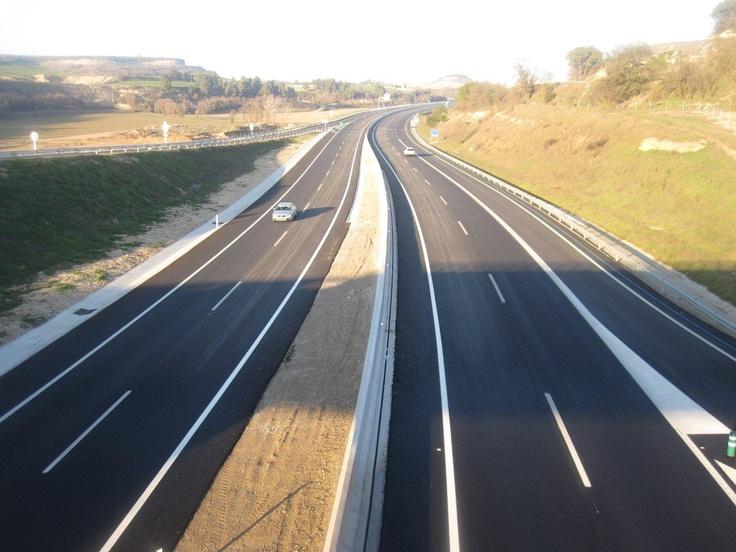 L'Eix Transversal a oprop de Sant Ramon a la comarca de La Segarra - Lleida, una infraestructura que dinamitzarà l'economia turística de les comarques d'interior de Catalunya, com el Bages, l'Osona, el Gironés, l'Anoia, La Selva i La Segarra.