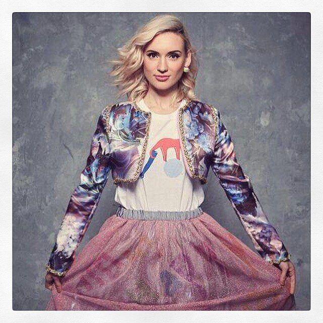 Couleurs d'été w #Natoo in #etiennejeanson #couture #spring #summer #collection #style #ootd #jacket #hauteCouture #pfw #paris #france #girl #luxe #fashion #satin @natoogram #natoogram Photo : @quentincaffier Style : @taraziegfeld - @marionhassan_wardrobestylist Coiffure : Joris Barthélemy  Make up : @stephanedussart