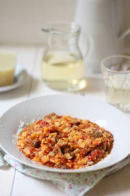 Un piatto unico  domenicale per i primi freddi autunnali milanesi. Spezzatino di carne con pasta all'uovo, tutto cotto nella stessa casseruola!