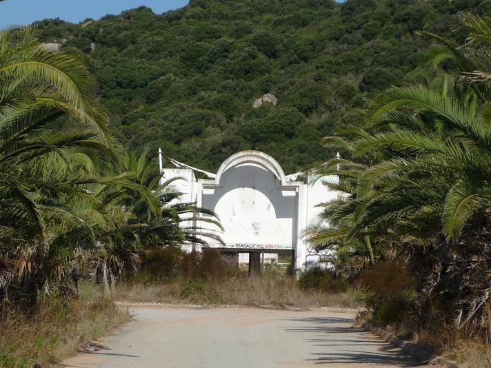 Disco Amnesia, Bonifacio, Corse | rethink the abandoned world