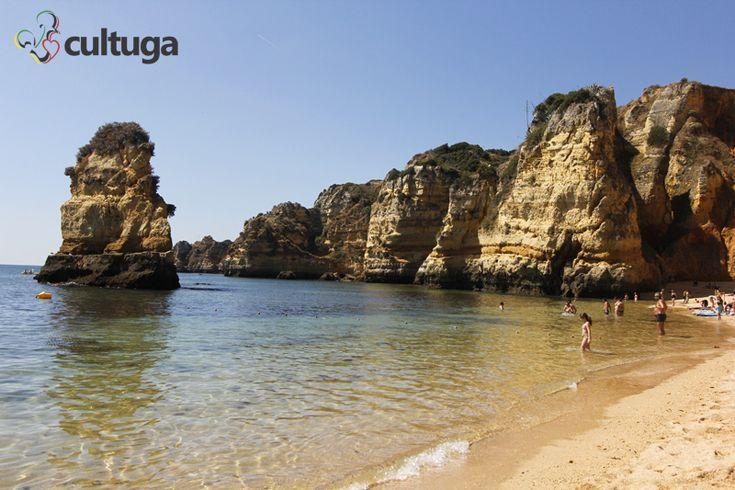 Praia Dona Ana, em Lagos, na região do Algarve, em Portugal. Uma das praias mais bonitas do mundo.