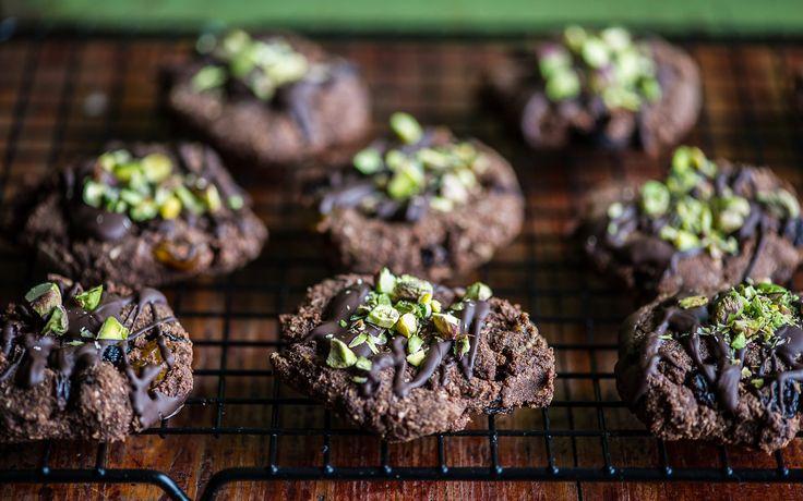 Šokolaadiküpsised kookose ja pistaatsiapähkliga