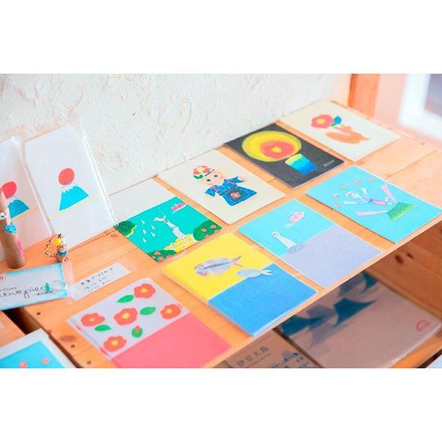 「kichi(キチ)」は、2012年、伊豆大島にオープンしたクリエイティブスペース。 夏場はカフェとして運営しつつ、アートや食などの文化を通じ、島の人と島外の人が交流する様々なイベントを定期的に開催しています。 大島の名物を題材にしたポストカードなどの制作・販売も行っているんですよ。おみやげにもぴったりですね。 #ことりっぷ #ことりっぷマガジン #島がよんでる #東京 #伊豆大島 #kichi #キチ #クリエイティブスペース #アート #イベント #島 #島旅 #夏 #夏旅 #旅行 #trip by cotrip_official 伊豆大島