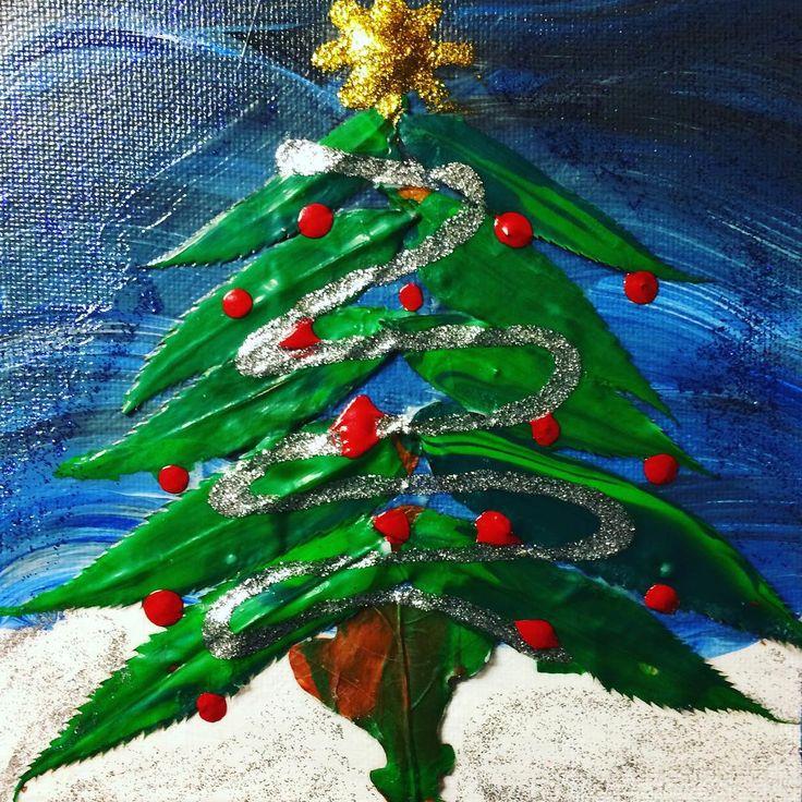 coloronaabGranen står så grön och grann i stugan....🎄🎄🎄🎄🎄 Granen på canvaspanel är skapad av målade löv! Måla med Mix Blank och limma & lacka med Allroundlim #jul #julpyssel #gran #julgran #tavla #konstverk #måla #pyssel #pyssla #naturecraft #naturpyssel #pysslamedbarn ...