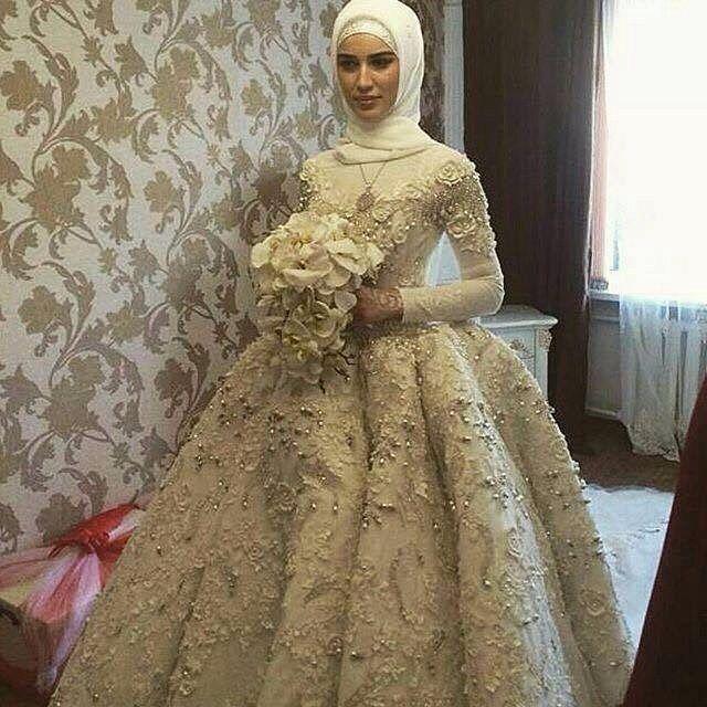See this Instagram photo by @hijab_fashioninspiration • 1,976 likes