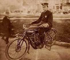 H.D. sells its first police motorcycle to the Detroit Police Department. #harleydavidsonpolice