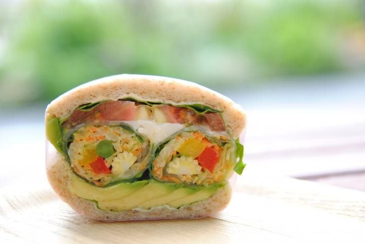 Raw spring roll 1/2 in the whole sandwich