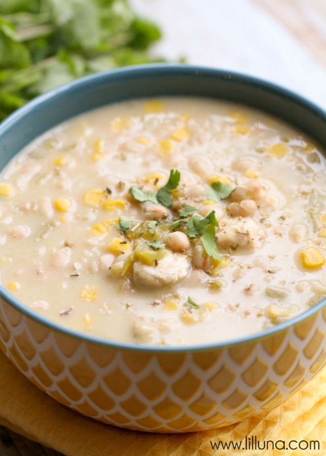 White Chicken Chili - one of the best soups ever! Filled with chicken, beans, corn and more! { lilluna.com }