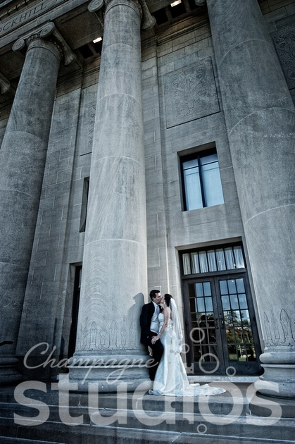 art museum in Wedding Kansas City - one of our Signature Line images