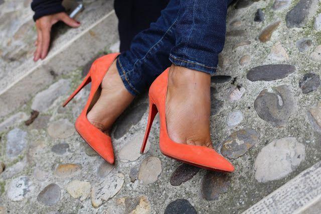 So Kate , So orange ....  http://www.unconventionalsecrets.blogspot.it/2015/10/so-kate-so-orange.html