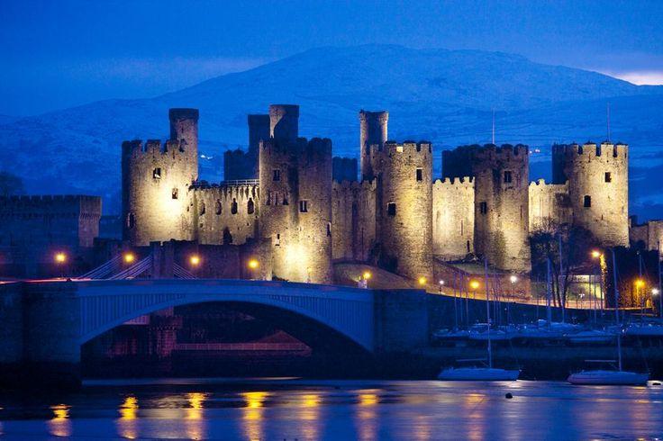 【北ウェールズ コンウィ城】エドワード1世によって建設されたコンウィ城は、1986年、カーナーヴォン城、ビューマリス城、ハーレフ城とともに「グウィネズのエドワード1世の城郭と市壁」として世界遺産に登録されました。@visitwales