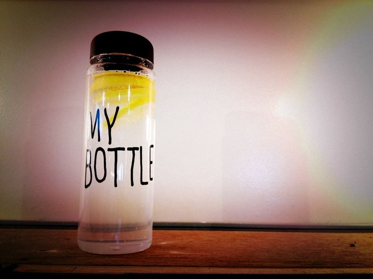 Botol gaul yang lagi booming di KOREA JEPANG dan CINA!! Ayo sebelum banyak yang pake biar kamu jadi trendsetter!! Baru kejual 863 botol nih -------------------- KEREN untuk: Olahraga infused water Dijual lagi  Sebagai hadiah  Hadiah buat anak -------------------- -HARGA: 69.000 -WARNA: HITAM PUTIH BIRU KUNING HIJAU PINK -material : Tritan (BPA Free) -Diameter : 6.5cm -Height : 19.5cm -Volume : 450ml - 500ml -Usage Temperature : -40  100 -No microwave -Include penahan supaya ketika minum…