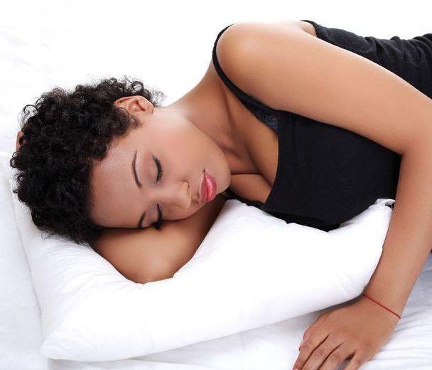 4 méthodes de protéger ses cheveux pendant la nuit