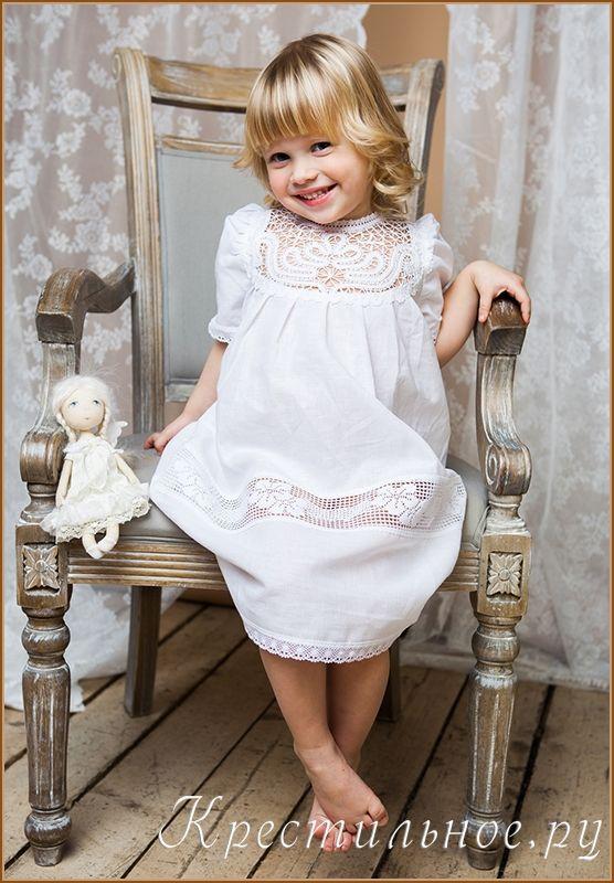 Эксклюзивное красивое платье для Крещения девочки, отшивается в ограниченном количестве 20 шт. в месяц. Очень тонкий, специально умягченный белоснежный лен, хлопковое плетеное кружево, кокетка ручного плетения на коклюшках и авторский дизайн делают это платье не только очень красивым, но и уникальным.