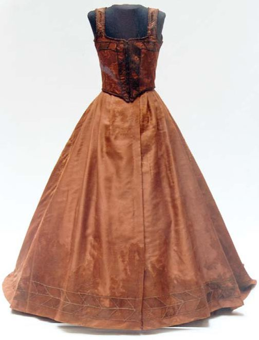 Dress of a girl from a grave in Boldva, Hungary, 16th century. National Museum of Hungary.