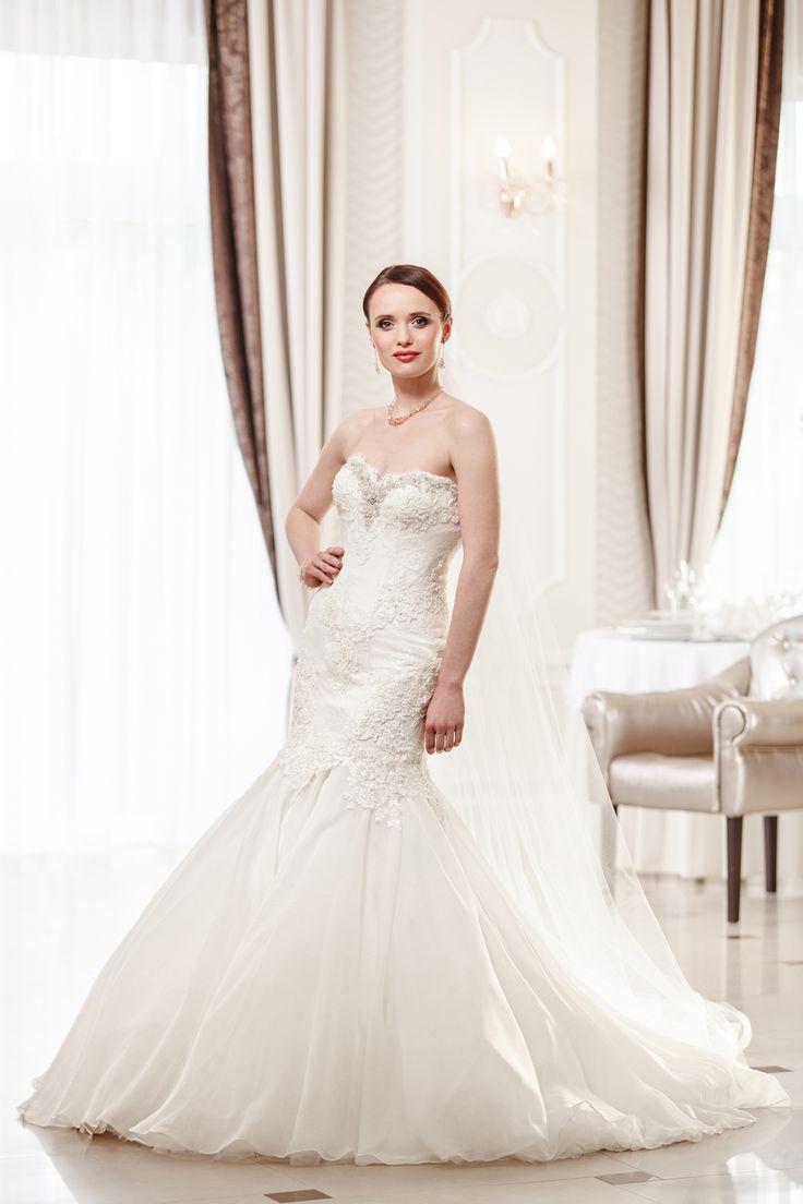 2016 Classic Collection Weddding Dress Maxima Bridal 28.16
