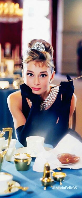 Audrey Hepburn | breakfast At Tiffany's is such an elegant movie it's funny and romantic I love it x
