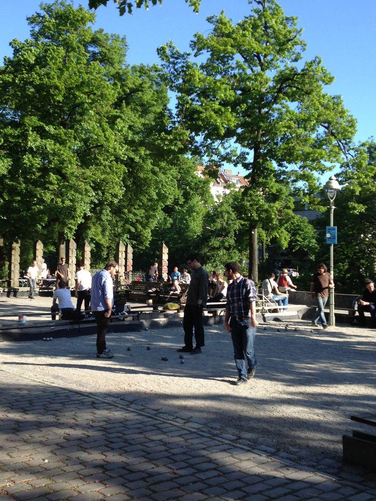 5pm Disco kip or petanque on Paul-Lincke-Ufer? #Boules #petanque #ufer #canal #kanal #Landwehrkanal #Kreuzberg #Berlin