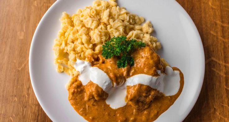 Klasszikus csirkepaprikás recept: Klasszikus csirkepaprikás recept nokedlivel, ahogyan az a nagykönyvben meg van írva! :D Készítsd el, imádni fogod! :)
