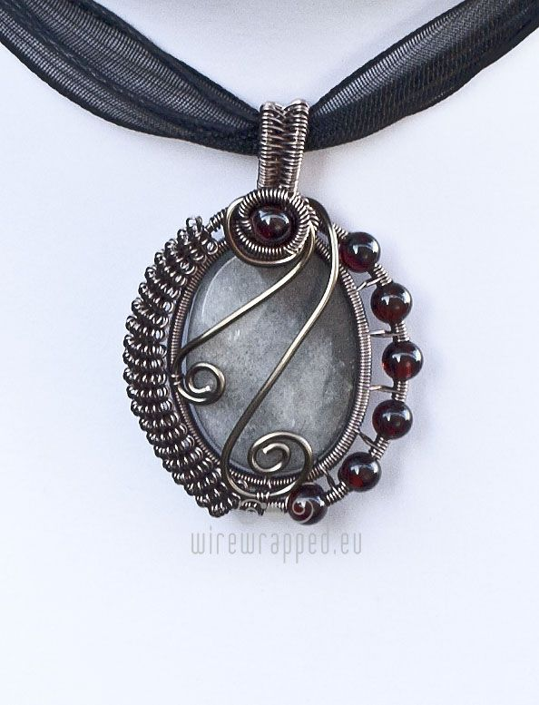 I was asked to make matching earrings for this labradorite and garnet pendant: I came up with this, although I'm pretty sure I've seen a similar design on the deviantArt somewhere: I've made severa...
