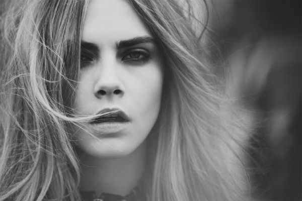"Centrefold #8 Fall Winter 2012, editorial ""Take Manhattan"". Cara Delevingne, fotos Guy Aroch, estilismo Kate Sebbah."