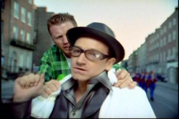 Übersetzung U2 - Sweetest Thing Songtext, Lyrics auf Deutsch | Songtexte.com