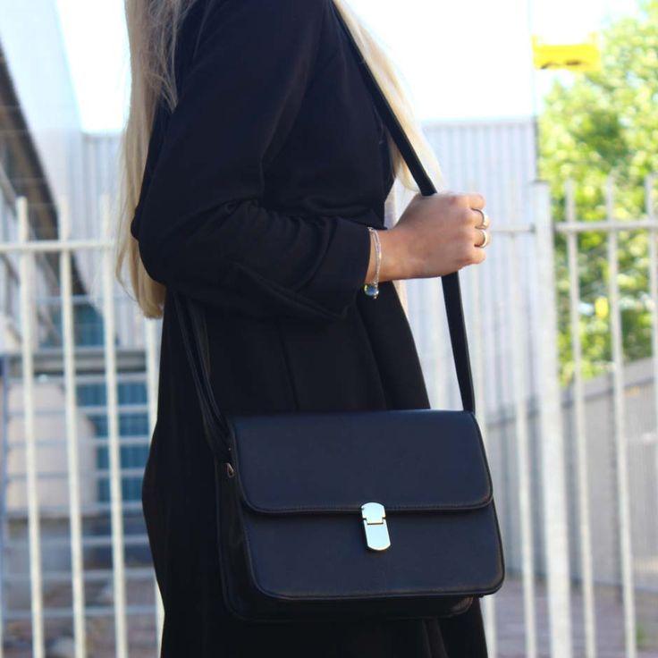 Met deze zwarte it bag heb je een echte musthave te pakken! Bijna net zo mooi als een echte designer bag! :-) Shop now!  #bag #purse #black #fashion #style #trend
