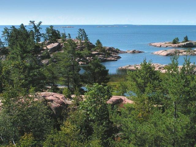 12 GREAT CANADIAN CANOE TRIPS - Beautiful rock & pine scenery in Killarney Provincial Park