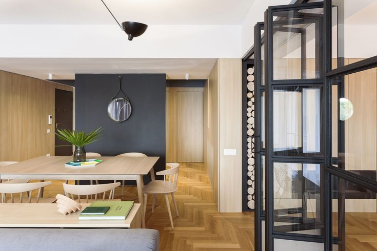 Desain Interior Apartemen Komunikatif, Fleksibel, dan Dinamis  Setiap desain interior apartemen memang seharusnya didesain sedemikian rupa agar merespon serta mendukung gaya hidup sang pemilik apart ...