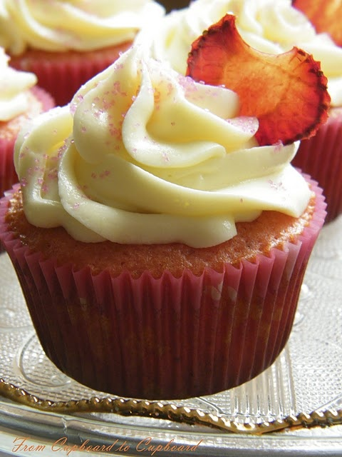 Strawberry Lemonade cupcakes w/ lemon cream cheese frosting. These look yummo, and it's just a box mix all dolled up.....that's my kind of recipe!