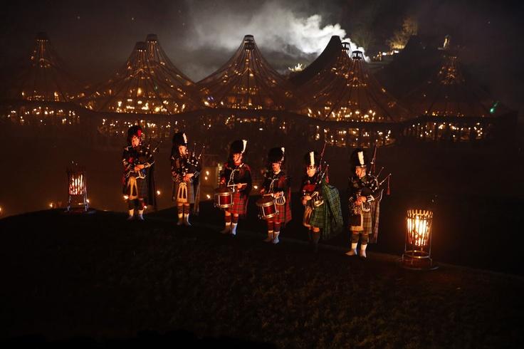 Desfile de la coleccion Metiers d´Art de Chanel en Edimburgo - El show contó con la ceremoniosa música de los gaiteros, ataviados con el tradiconal kilt escocés.